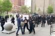 Đẩy ngã cụ ông biểu tình, 2 cảnh sát New York bị đình chỉ công tác