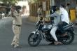 Video: Cảnh sát Ấn Độ vụt roi, phạt chống đẩy người vi phạm lệnh phong tỏa