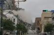Kinh hãi khoảnh khắc khách sạn đổ sập xuống đường khiến hàng chục người thương vong