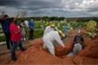 WHO cảnh báo dịch COVID-19 ở Nam Mỹ đạt đỉnh, Australia cấm nhập cảnh từ Ấn Độ