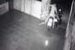 Clip: Thanh niên ngốc đuổi bắt kẻ trộm