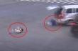 Hai em bé ngã văng khỏi ô tô sau tai nạn khiến người xem thót tim