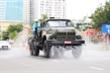 Cận cảnh Binh chủng Hóa học phun hóa chất khử trùng quận Sơn Trà, Đà Nẵng