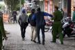 Video: 'Ma men' rủ nhau vứt xe máy bỏ về khi bị CSGT yêu cầu thổi nồng độ cồn