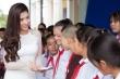 Hoa hậu Dương Yến Nhung thăm trường cũ, trao học bổng cho học sinh nghèo