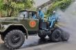 Cận cảnh xe chuyên dụng của quân sự phun tiêu độc phố cổ Hội An