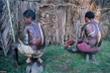 Kỳ lạ bộ tộc rạch da bé trai tạo hình vảy cá sấu