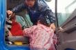 Điều xe tải, cano đưa thai phụ ở Quảng Nam vượt lũ đi sinh
