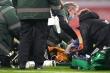 Sao Ngoại Hạng Anh bất tỉnh, nhân viên y tế 'hoảng loạn' đưa đi cấp cứu