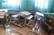 Xót xa cảnh lớp ngập bùn, bàn ghế ngổn ngang ở rốn lũ Quảng Trị