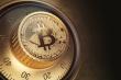 Giá Bitcoin trượt dốc
