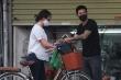 Tiệm hớt tóc, hàng quần áo ở Hà Nội hoạt động bất chấp lệnh cách ly xã hội