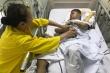 Rơi nước mắt cảnh vợ chồng già chăm sóc con bị di chứng chất độc màu da cam
