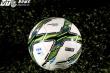 Cận cảnh trái bóng mới khiến V-League lao đao