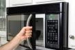 Mối nguy hại khi sử dụng lò vi sóng nấu nướng