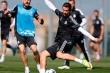 Real hăng say tập luyện, fan Schalke đổ máu tại Madrid