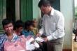 Báo VTC News trao tiền và quà cho bệnh nhân ở Hòa Bình