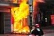 Mâu thuẫn vợ chồng: Chàng rể mua xăng đốt nhà bố vợ