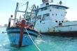 Bị quấy nhiễu, tàu hải quân lai dắt thành công tàu cá bị nạn về đảo Lý Sơn