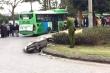 Xe máy va chạm xe buýt, thanh niên 19 tuổi thiệt mạng