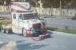 Clip: Xe máy sang đường kiểu cảm tử, thoát chết kỳ diệu dưới gầm container