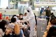 100 sinh viên Đại học Y Hà Nội tình nguyện đến sân bay Nội Bài chống dịch Covid-19