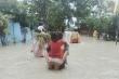 Ảnh: Khung cảnh hoang tàn ở Philippines sau khi bị bão Molave tàn phá
