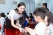Tiểu Vy cùng thí sinh Hoa Hậu Việt Nam 2020 mang gạo đi làm từ thiện