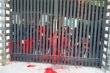 Nhà dân ở TP.HCM liên tục bị kẻ lạ mặt tạt sơn vào nhà