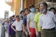 Bóng đá thế giới mơ được như Việt Nam: CĐV xếp hàng, chen chúc mua vé