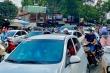 Người xe nườm nượp trên phố ở TP.HCM trong ngày đầu sau kỳ nghỉ lễ