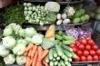 Mùng 2 Tết, giá rau xanh tăng gấp đôi, dân vẫn vui vẻ mua