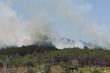 Rừng phòng hộ ở Gia Lai bốc cháy ngùn ngụt, hàng trăm người tham gia chữa cháy