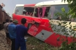 Tàu hỏa húc văng xe đưa đón học sinh, 3 cháu nhỏ bị thương