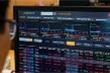 Chứng khoán ngày 13/4: VN-Index dừng tăng, thanh khoản vẫn phá đỉnh