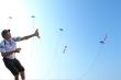 Video: Tận mắt xem người đàn ông điều khiển điêu luyện 4 con diều cùng lúc