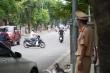 Ảnh: Người ra đường không lý do vội vàng quay đầu xe né chốt kiểm soát ở Hà Nội