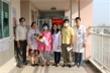 Sau khi được chữa khỏi virus corona, Li Zichao đến bệnh viện đón mẹ