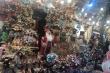 Thị trường Hà Nội rực rỡ mùa Giáng sinh, người mua vẫn thưa thớt