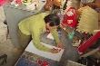 Video: Người đàn ông ở Điện Biên tự bỏ tiền mua sơn vẽ khẩu hiệu chống Covid-19