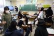 Covid-19: Nhật trợ cấp 80 USD/ngày cho phụ huynh nghỉ ở nhà chăm con