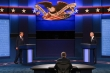 Ông Trump - Biden tranh luận, chứng khoán sụt giảm