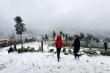 Video:  Du khách phấn khích vui đùa dưới mưa tuyết ở Y Tý