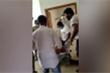 Người thân chết vì COVID-19, gia đình ở Ấn Độ kéo nhau tới hành hung bác sỹ