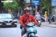 Hàng quán chỉ bán mang về, thu nhập của shipper Hà Nội tăng cao