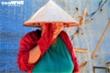 Không chịu nổi nắng khủng khiếp 50 độ C, dân nghèo Hà Nội bỏ nhà đi trốn nóng