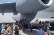 Số phận những người đu bám càng máy bay quân sự Mỹ rời Kabul