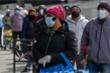 Người dân New York miễn cưỡng đeo khẩu trang nơi công cộng
