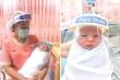 Độc đáo những chiếc mặt nạ mini chống Covid-19 cho trẻ sơ sinh ở Thái Lan