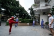 Giữa khu cách ly, đội ngũ y tế Bệnh viện Bạch Mai lạc quan chơi thể thao